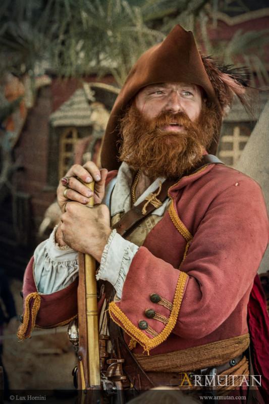 2-Capitaine-Pirate-Armutan